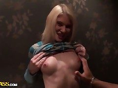 Pretty good Iry milks snake with her hot mouth