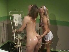 Blonde bombshell Nikky Thorne gives Melissa Confectionery