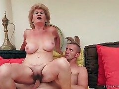 Wrinkled granny with thick tits rails her man